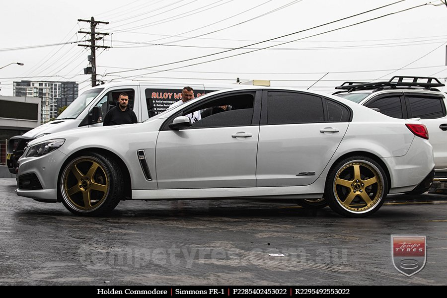 22x8.5 22x9.5 Simmons FR-1 Gold on HOLDEN COMMODORE