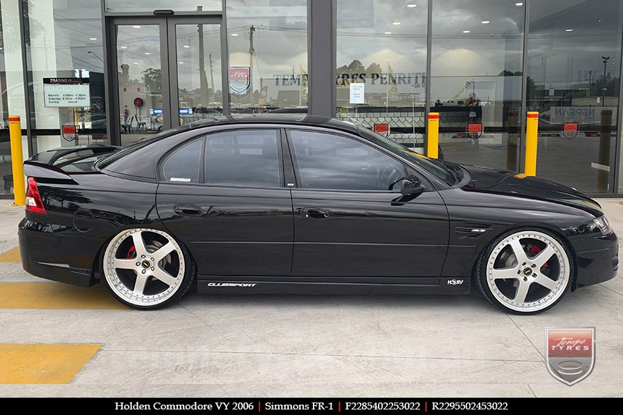 22x8.5 22x9.5 Simmons FR-1 Silver on HOLDEN COMMODORE VY
