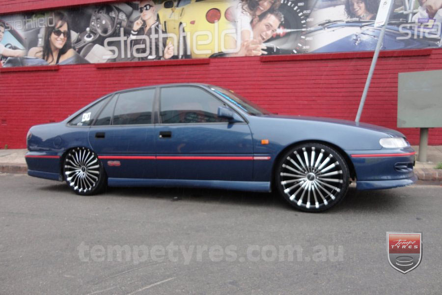 20x8.5 Panther Spline on HOLDEN COMMODORE