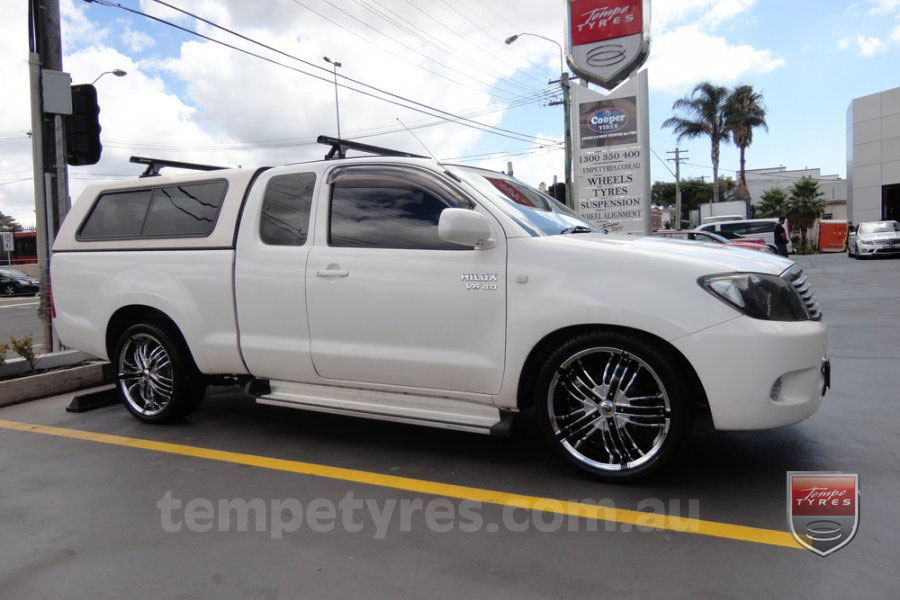 20x8.0 Giovinco Fortune16 on TOYOTA HILUX