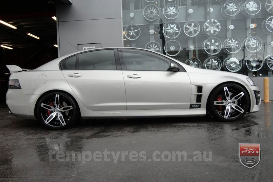 20x8.5 Giovinco G-05 on HOLDEN COMMODORE VE GTS