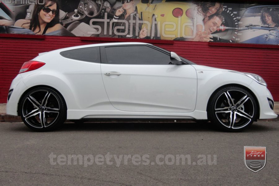 19x8.5 Incubus Fang on HYUNDAI VELOSTER
