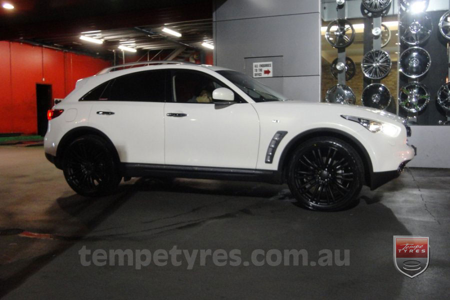 22x9.5 Lenso Como Black on INFINITI FX