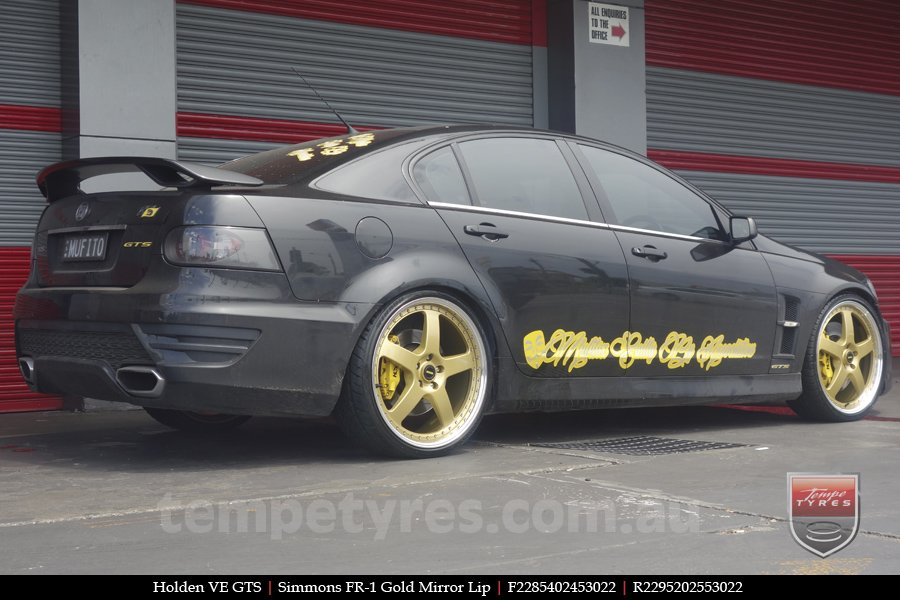 22x8.5 22x9.5 Simmons FR-1 Gold on HOLDEN COMMODORE VE GTS