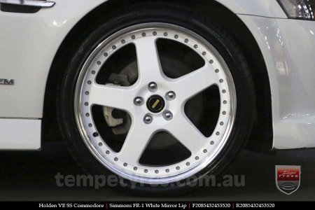 20x8.5 20x9.5 Simmons FR-1 White on HOLDEN COMMODORE VE