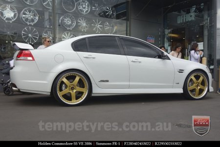 22x8.5 22x9.5 Simmons FR-1 Gold on HOLDEN COMMODORE VE