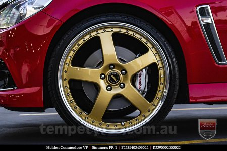 22x8.5 22x9.5 Simmons FR-1 Gold on HOLDEN COMMODORE VF