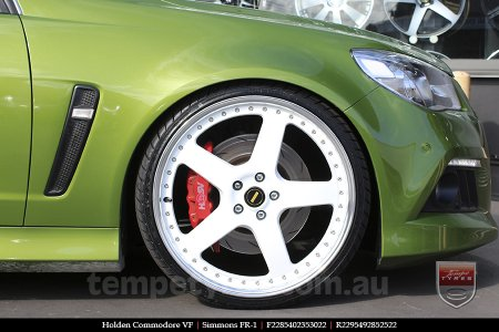 22x8.5 22x9.5 Simmons FR-1 White on HOLDEN COMMODORE VF