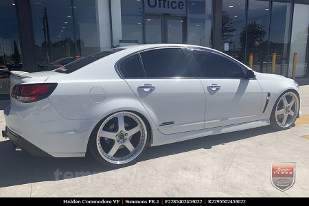 22x8.5 22x9.5 Simmons FR-1 Silver on HOLDEN COMMODORE VF