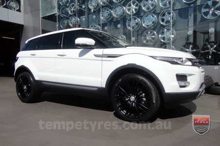 20x8.5 Lenso Como Black on RANGE ROVER EVOQUE