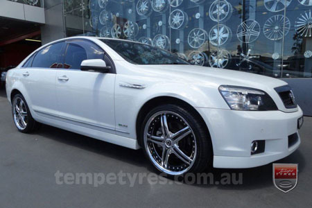20x8.5 Giovinco Legacy Chrome on HOLDEN COMMODORE