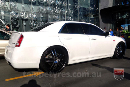 24x9.0 Giovinco G-03 Black on CHRYSLER 300C