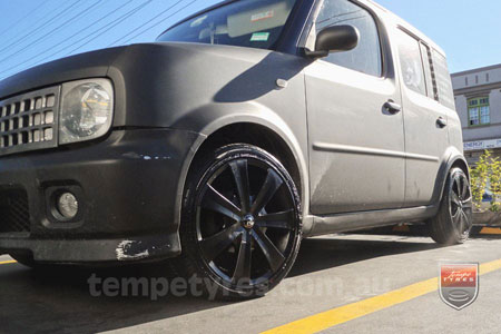17x7.0 RS Flawless 0450 on NISSAN CUBE