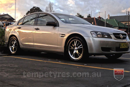 18x7.5 Panther Vector on HOLDEN COMMODORE