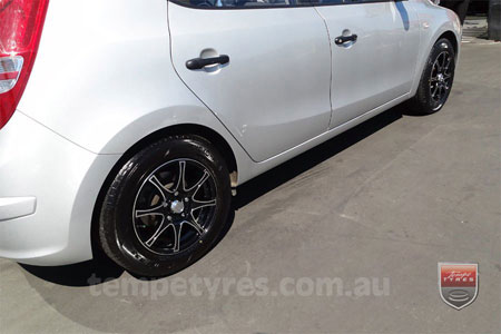 16x7.0 Menzari 0470 on HYUNDAI i20