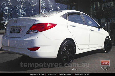17x7.0 Lenso SE-05 on HYUNDAI ACCENT